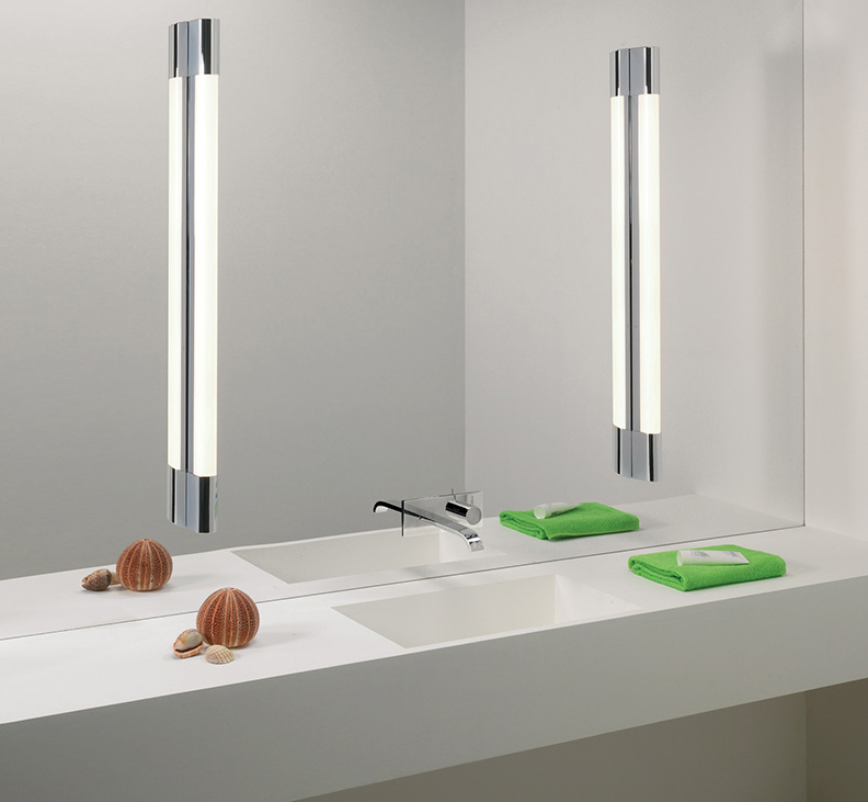 Badspiegel mit senkrechter Beleuchtung
