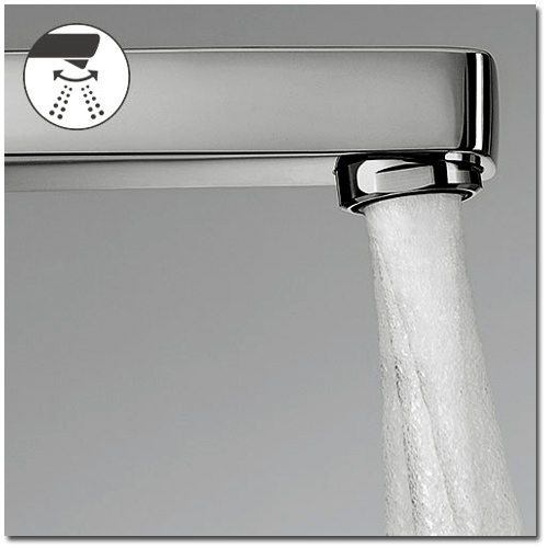 Badarmatur mit einstellbarer Richtung des Wasserstrahls