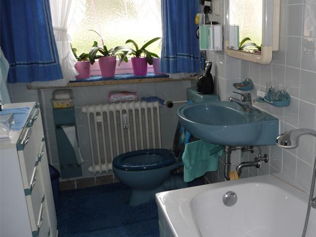 WC und Waschbecken -vorher