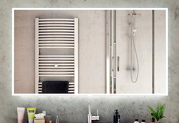 Badezimmerspiegel mit Hintergrundbeleuchtung und umlaufender Beleuchtung in Massanfertigung