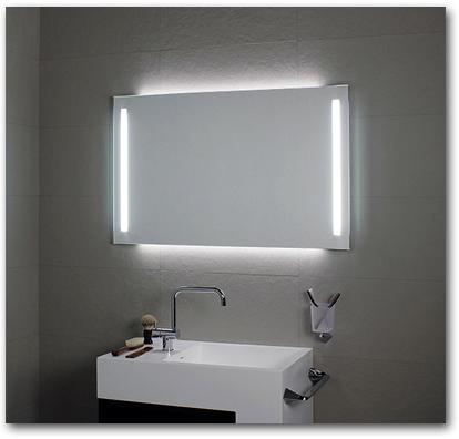 Badspiegel mit seitlicher senkrechter Beleuchtung
