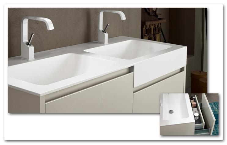 Doppel-Waschbecken mit Unterbauschränken