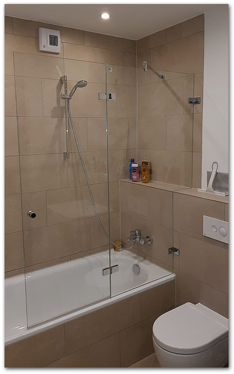 Duschwand für die Badewanne in Massanfertigung