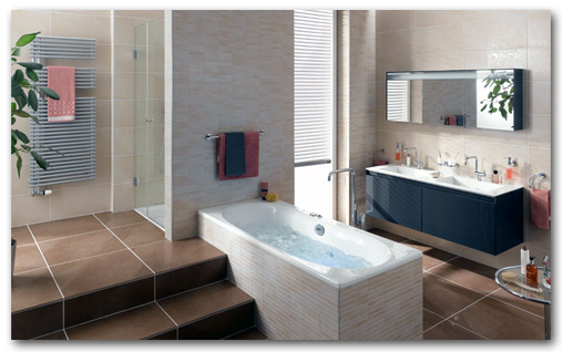 Badezimmer mit Fliesen der Serie Ametist