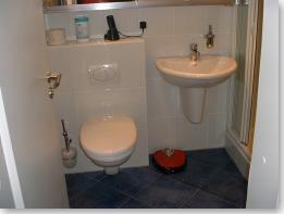 Waschbecken mit Hänge-WC - nachher